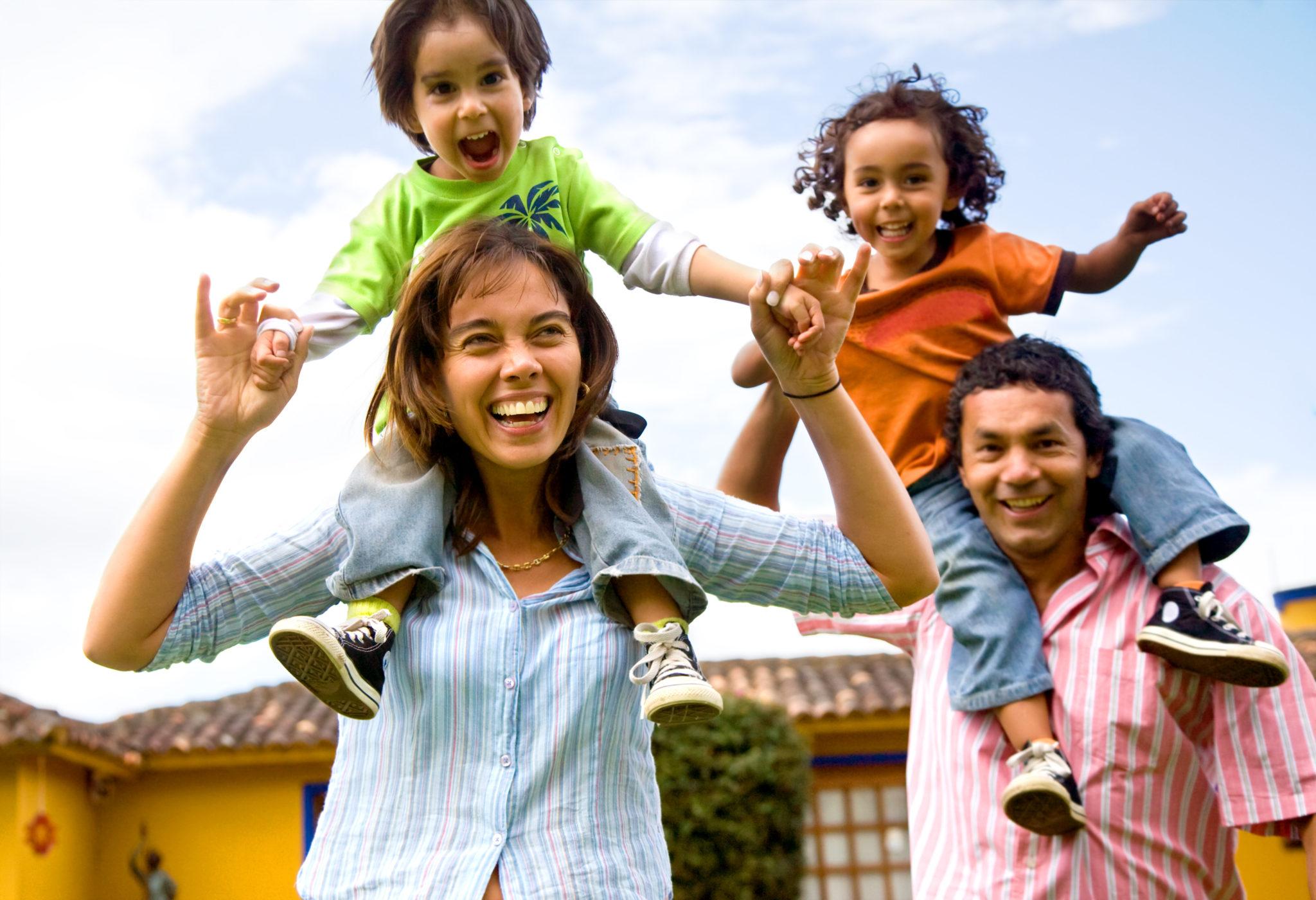 Glückliche Familie in den Ferien