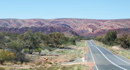 endlose gerade Strassen Australien Mitte