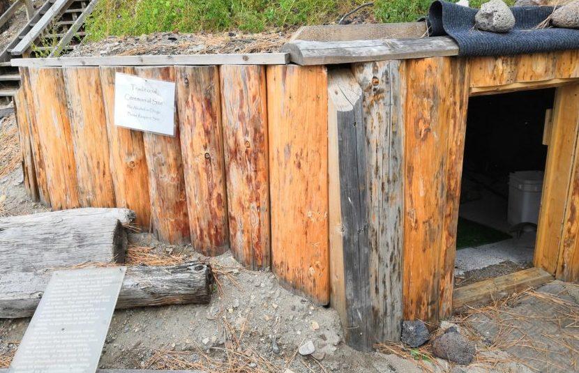 Untergrund-Hütte