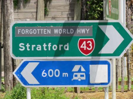 Verkehrsschild Forgotten World Highway