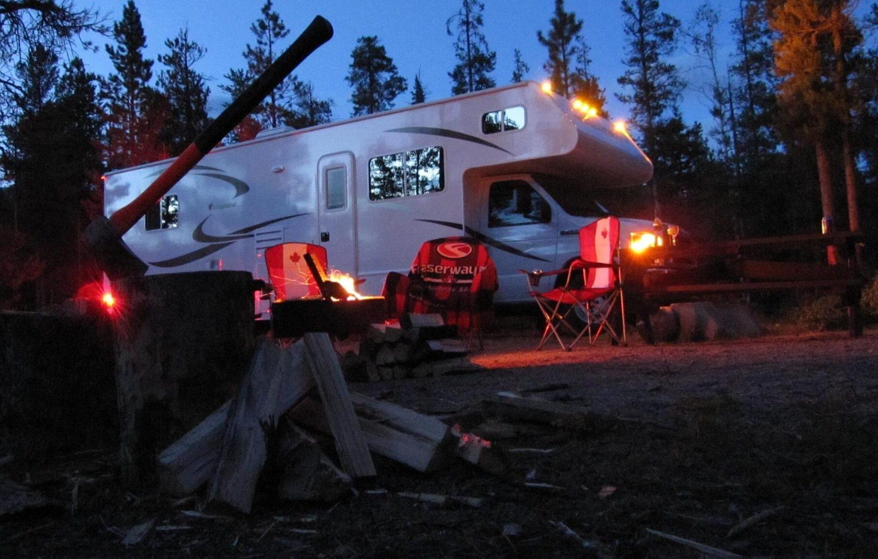 Lagerfeuer Romantik auf dem Campground