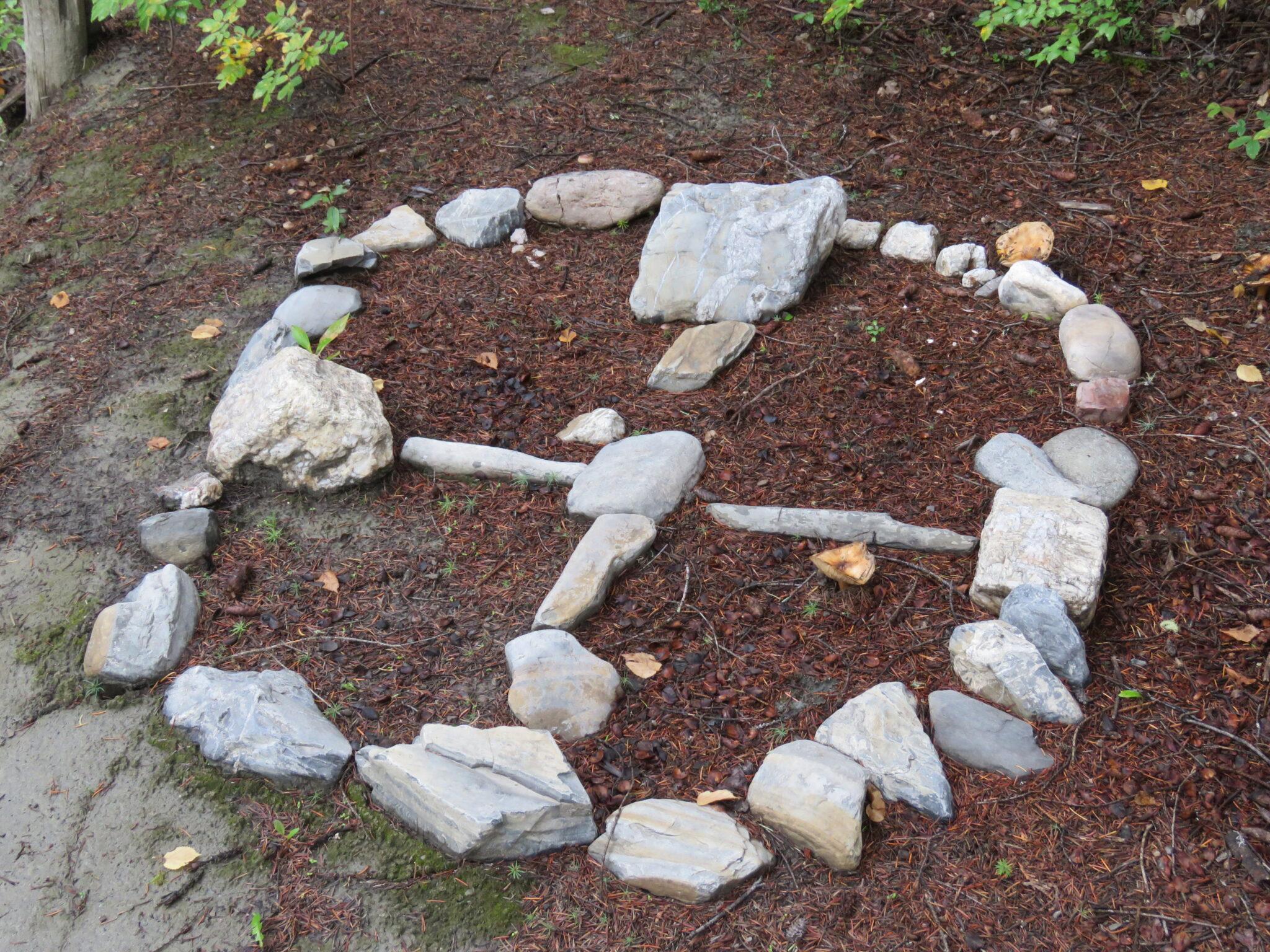 Medizinrad, mit Steinen wird Medizinrad gebildet - West Canada