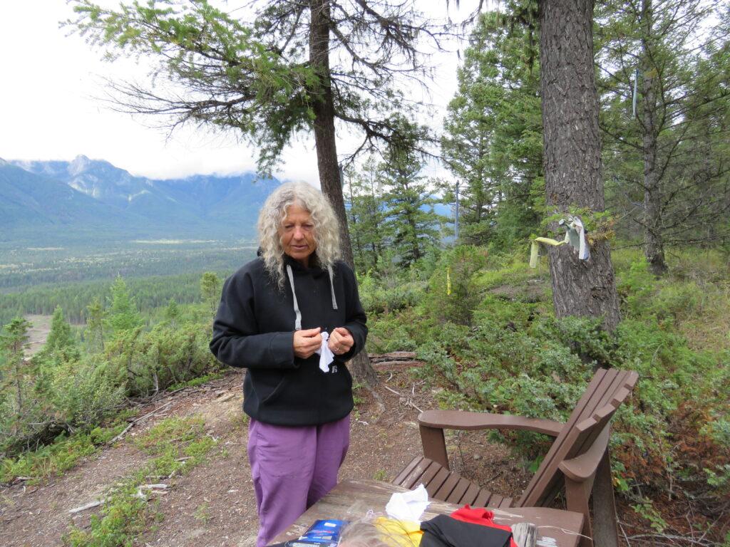 "Suzanne bereitet ""Wünsche ans Universum"" vor, Native Rituals Kanada, Kootenay NP"