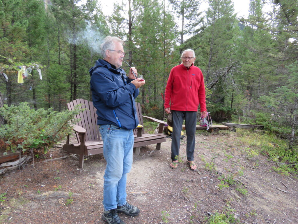 Friedenspfeife rauchen - native Rituals - Kootenay NP