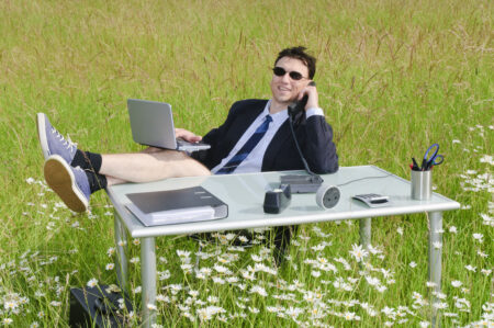Office in einer Blumenwiese